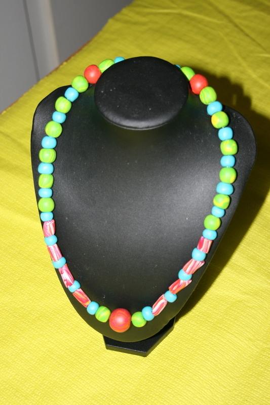 Halsketting met fimo kralen (zomerse kleuren)