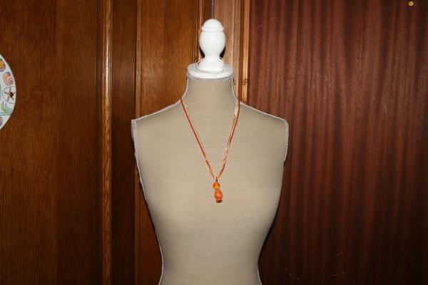 Halsketting hangertje (oranje)