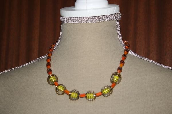 Halsketting glas (oranje - lichtgevende kralen geel)