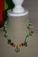 Halsketting glas - cat-eye kralen -andere kralen (op z'n groen)