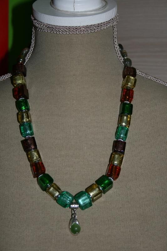Halsketting met zilver folie glaskralen (verschillende kleuren)