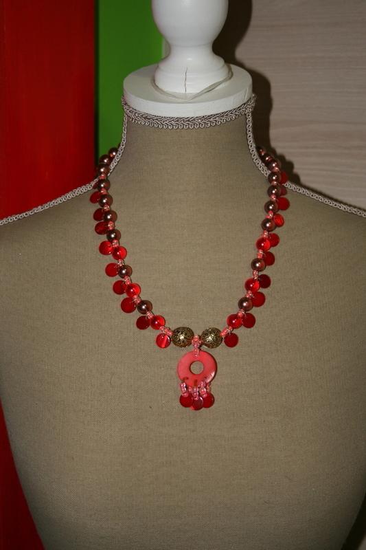 Halsketting schelp - glas kralen - rocailles (op z'n rood)