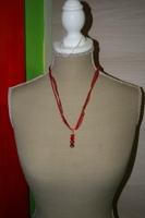 Halsketting hangertje (op z'n rood)