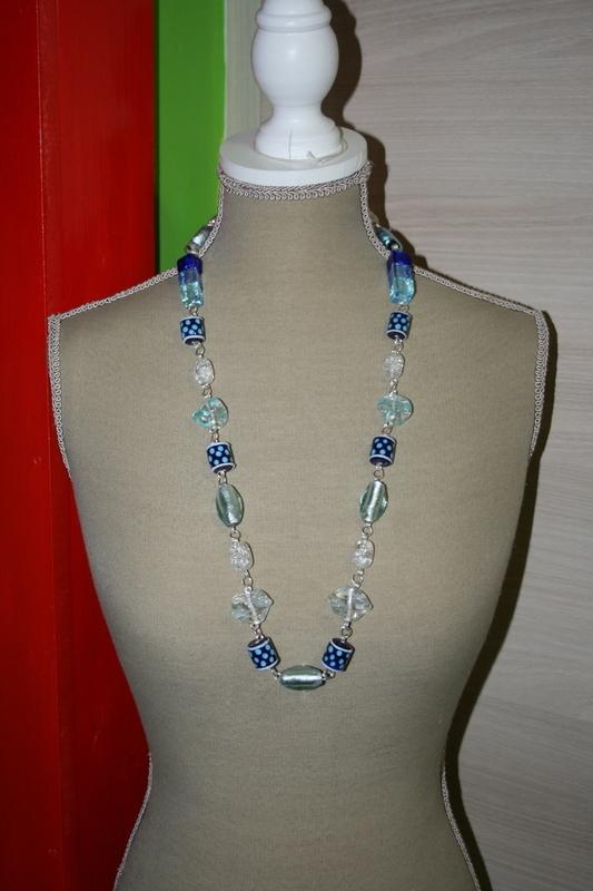 Halsketting met glasparels en zilver folie glaskralen (blauw)
