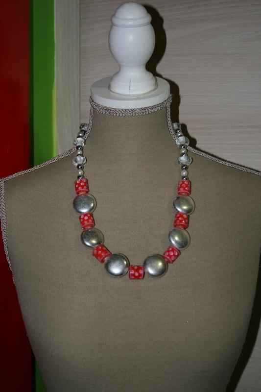 Halsketting glas kralen metaal kralen (rood - wit - grijs)