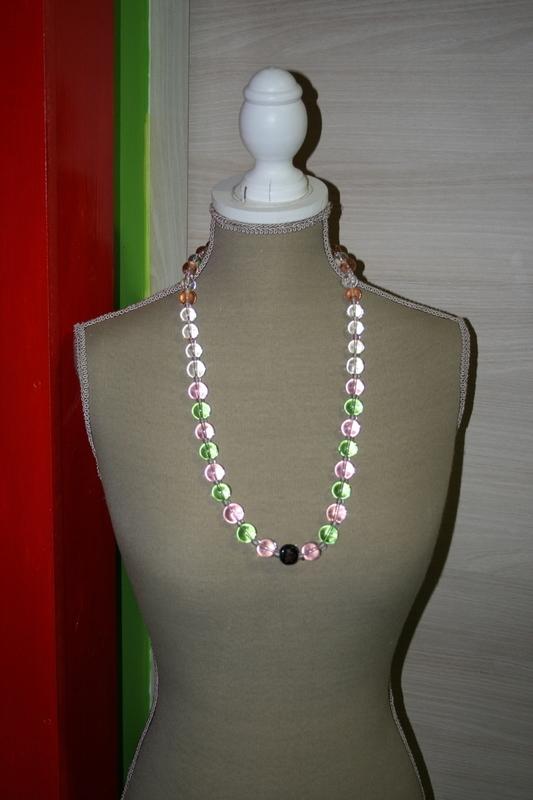 Halsketting met glas kralen ( roze - groen - wit)
