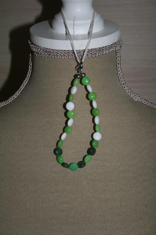 Armband met glaskralen (groen met wit)