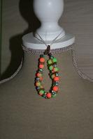 Armband met glaskralen (groen met oranje)