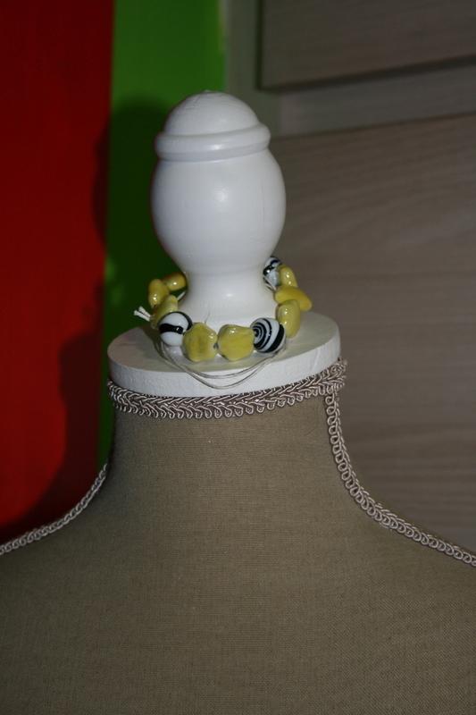 Armband met glaskralen (geel met zwart/wit)