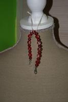 Armband met Crackle kralen en glasparels (op z'n rood)