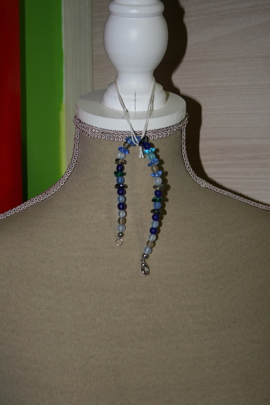 Armband met glaskralen (blauw met zwart)