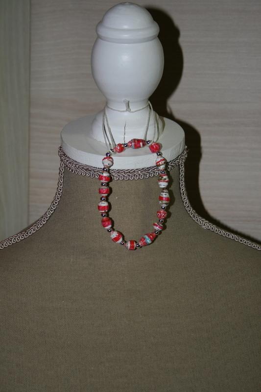 Armband met papieren kralen (rood)