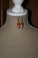 Oorbellen met glaskralen - cat-eye parels (rood)