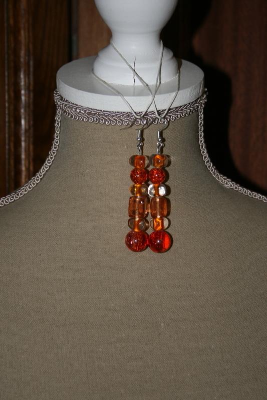 Oorbellen met glaskralen ( op z'n oranje)