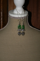 Oorbellen met glaskralen (groen)