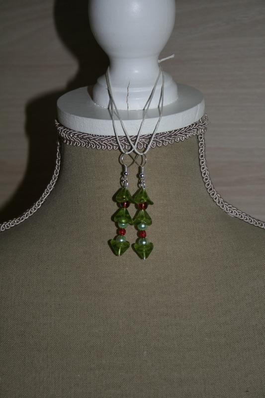 Oorbellen met glaskralen (groen - rood - blauw)