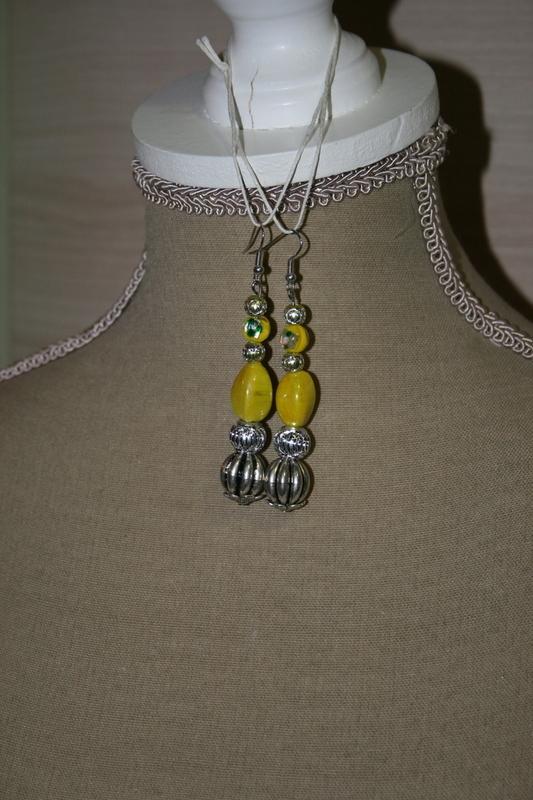 Oorbellen met glaskralen - metaal kralen (geel)