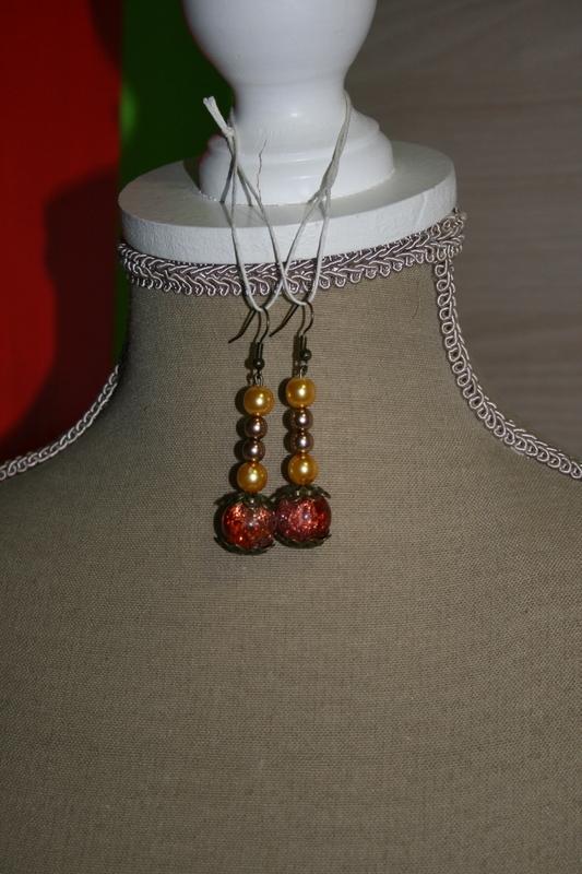 Oorbellen met glaskralen (op z'n oranje)
