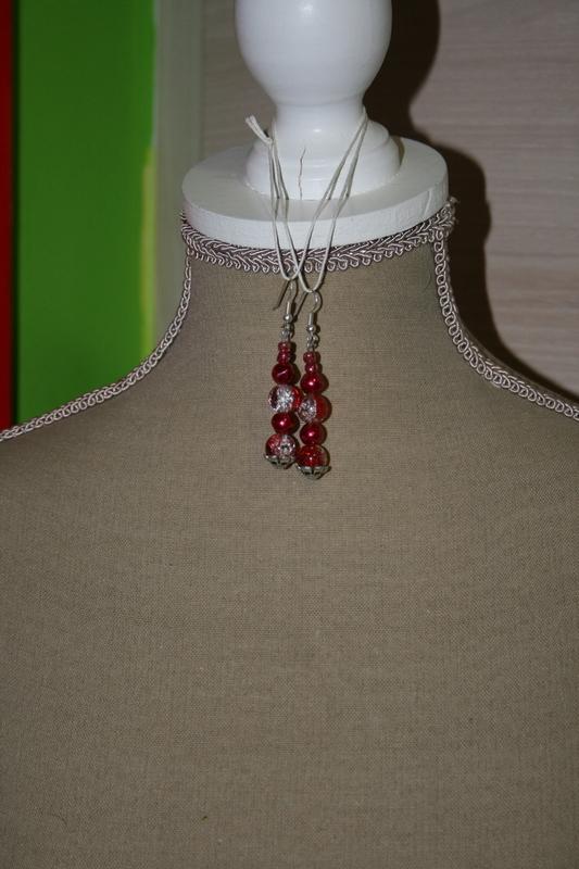 Oorbellen met glaskralen (rood)