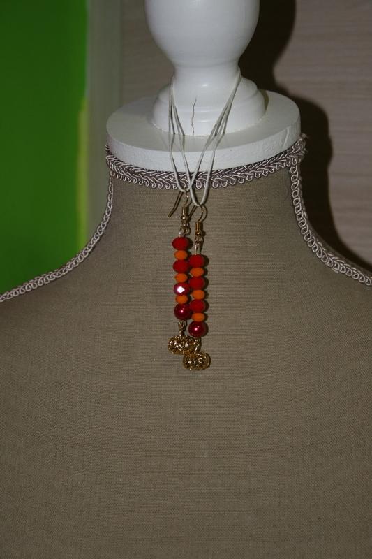 Oorbellen met glaskralen (oranje - rood)