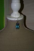 Oorbellen met Chamballa's en kristallen (op z'n blauw)