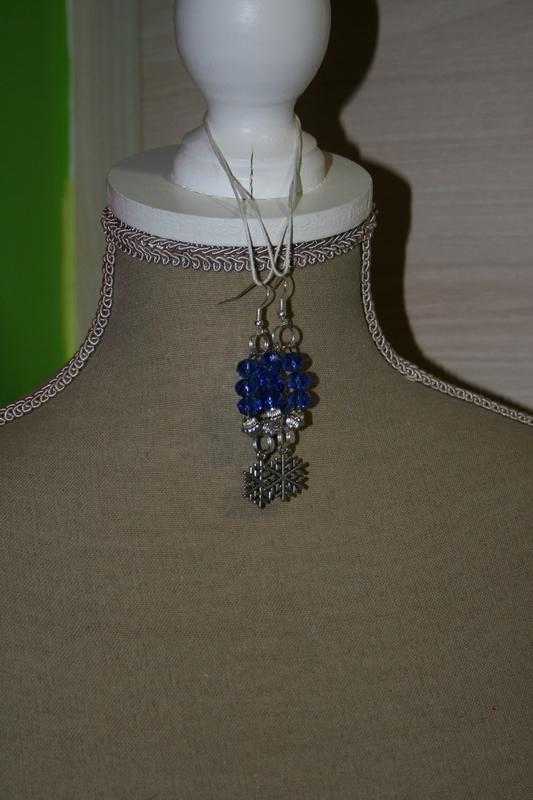 Oorbellen met glaskralen (op z'n blauw)