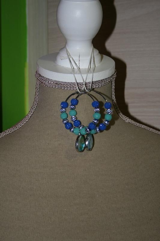 Oorbellen met sparkling beads (op z'n blauw)