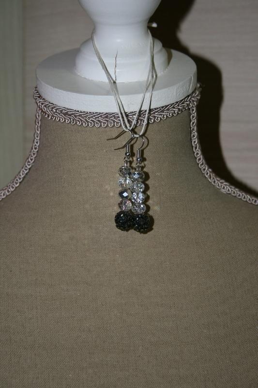 Oorbellen met kristal kralen (op z'n wit)