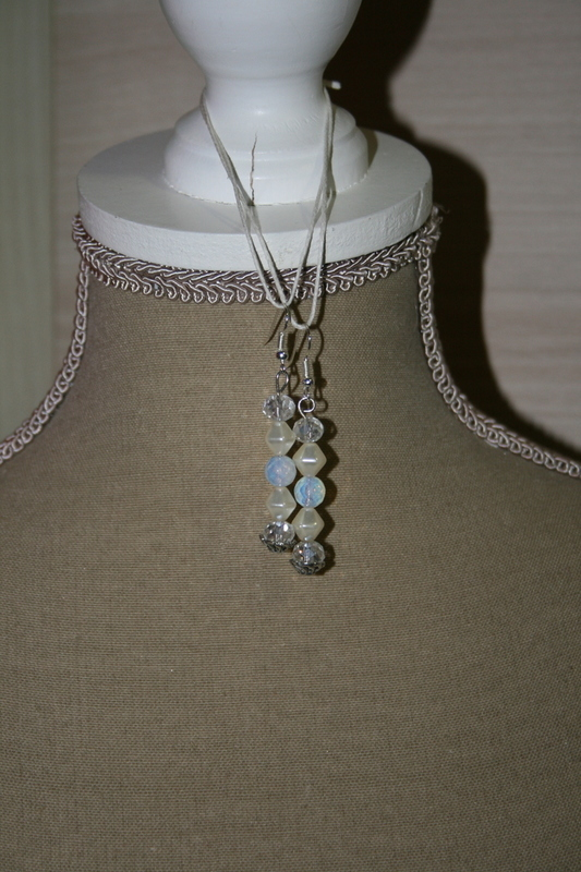 Oorbellen met kristal - opaal - edelsteen - glaskralen (op z'n blauw)