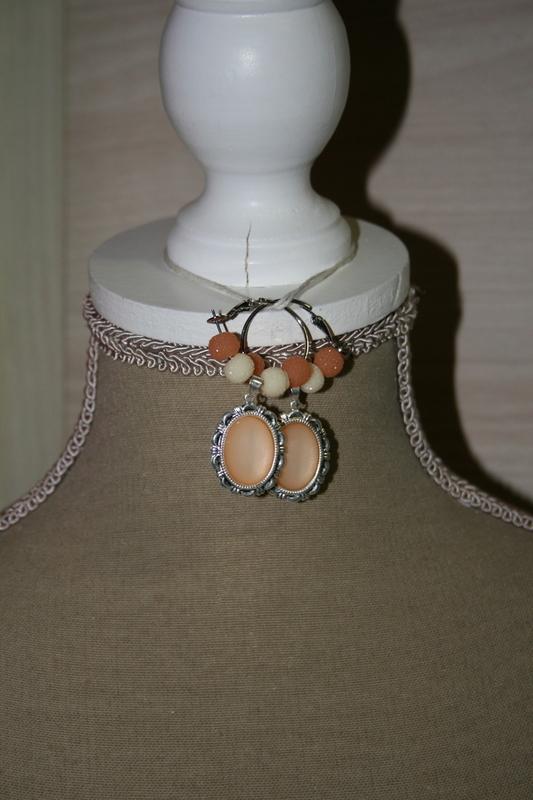 Oorbellen met sparkling beads (op z'n oranje)