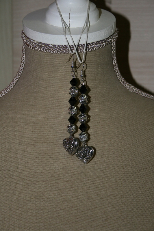 Oorbellen met edelsteen (zwart met wit)