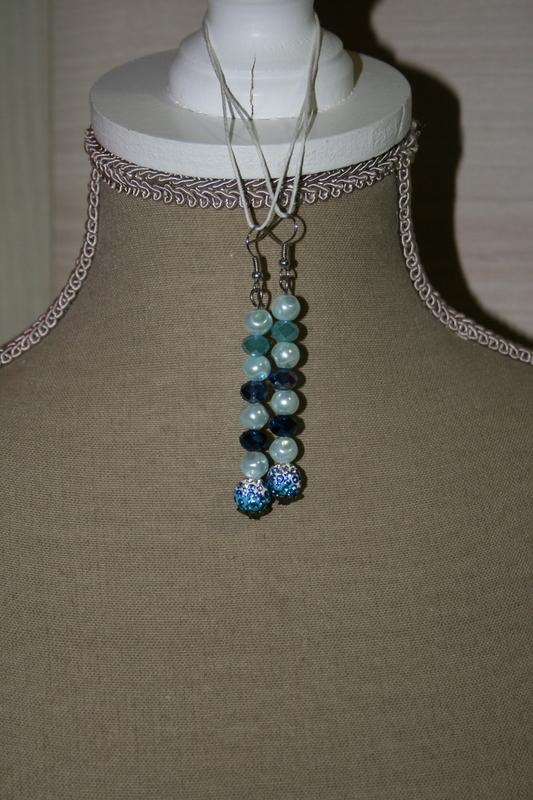 Oorbellen met hexagon parels -kristal - shamballa (op z'n blauw)