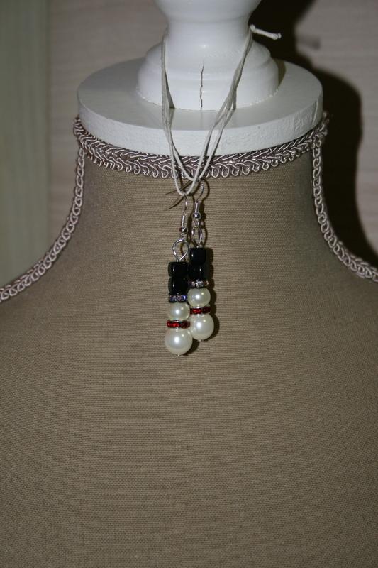 Oorbellen met glas parels - glaskralen (sneeuwpopjes) (x2 in voorraad)
