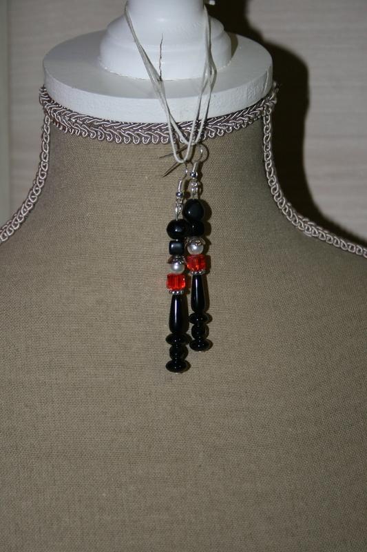 Oorbellen met glaskralen (op z'n zwart)