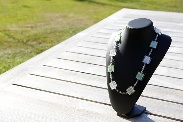 Halsketting met zilverkralen en Kristallen