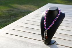 Halsketting met acrylkralen (paars en roze)