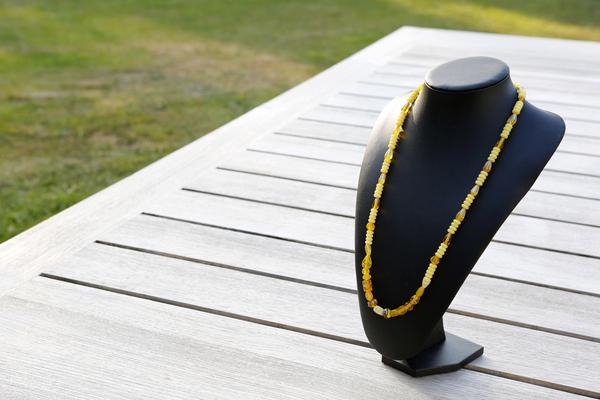 Halsketting met glaskralen (geel)