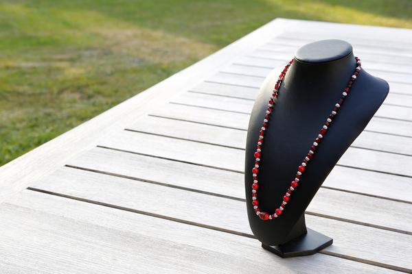 Halsketting met glaskralen (rood)